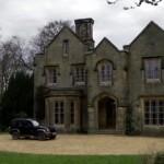 Series británicas con casas misteriosas